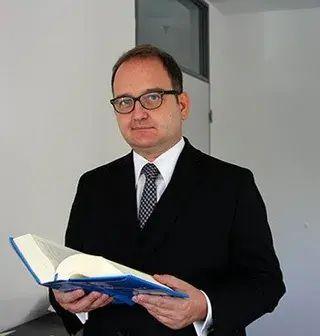 Dr. Alexander Laub